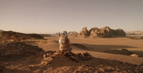 first-look-at-matt-damon-in-ridley-scotts-the-martian-still2